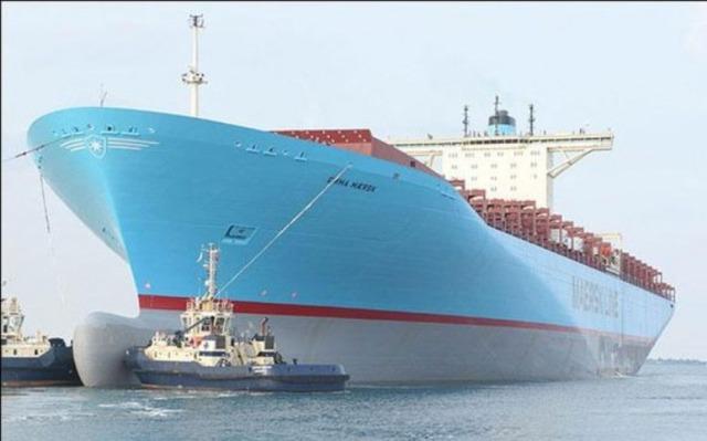 Emma_Maersk_mooring-580x362