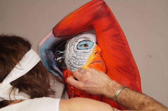 parrot-optical-illusion-body-art-johannes-stoetter-4