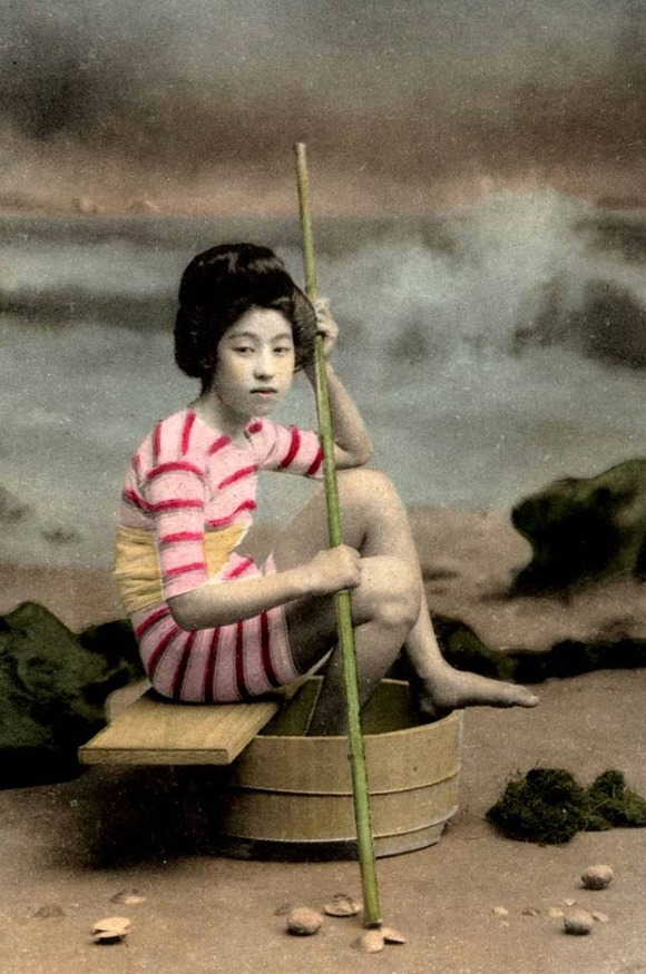 Swimsuit-girls-from-old-Japan-14
