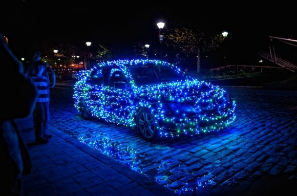 christmas-car-decorations-3-600x396