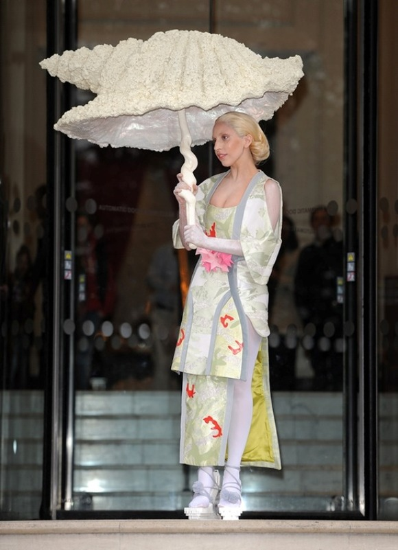 the-geisha-10-outrageous-outfits-Lady-Gaga