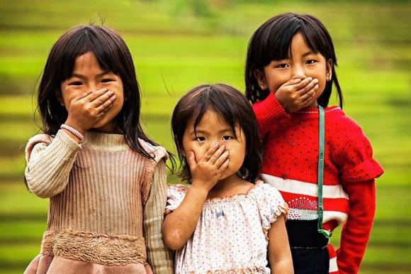 Rehahn-Hidden-Smiles-in-Vietnam-1