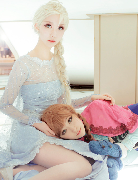 frozen___elsa_anna_cosplay_by_jiminji-d75277w
