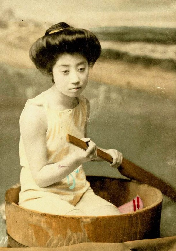 Swimsuit-girls-from-old-Japan-9