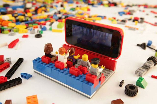 lego-belkin-iphone-5-case-designboom03