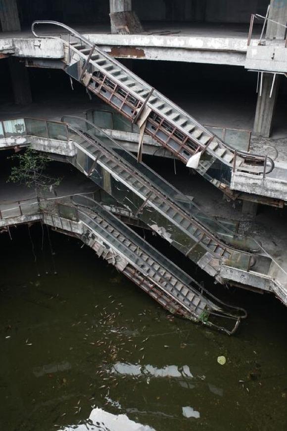 abandoned-mall4