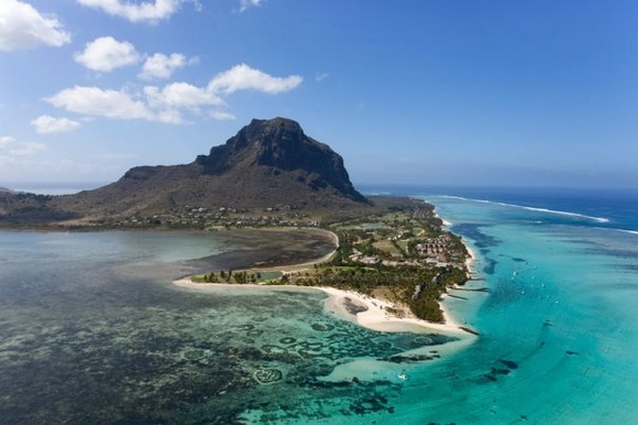 underwater-waterfall-trench-le-morne-mauritius-5