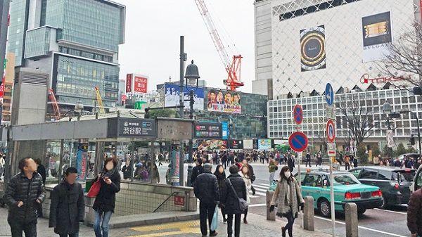 渋谷駅で妊婦のお腹を殴った人にブチギレて先輩に制止される若い警官の目撃情報