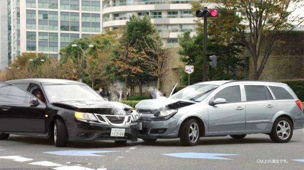 三井住友海上のCMで交通事故を起こした車種のクセが強すぎる