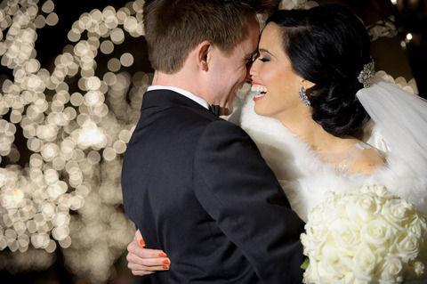 【最高にハイってやつ】式が終わり外に出た途端猛吹雪に見舞われた私の結婚式。飛ばされそうな風の中参列者全員爆笑しだした