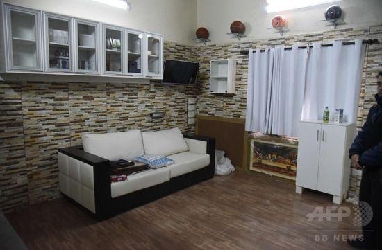 【画像】重要麻薬密売人の監房、テレビ・会議室・キッチンのある部屋に改造されててワロタwwwww
