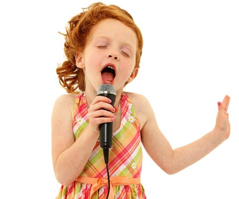 【ほのぼの】叔父の結婚式、カラオケが故障し新婦親戚の子の余興ができなくなり代わりに両親の店でたまに歌を歌ってた私が引っ張り出された
