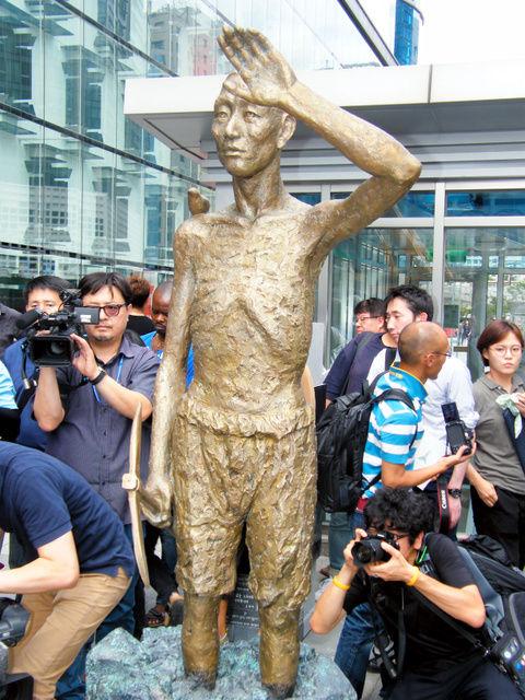 【韓国】日帝時代の強制徴用工像、韓国に建つ!