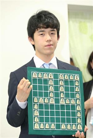藤井四段あるかCM出演、ギャラは米倉涼子クラスの「5000万円~1億円」、対局料に加え収入もケタ外れ・・・