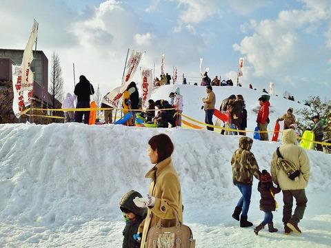 雪しか祭り親子たち