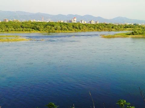 信濃川と水道タンク1