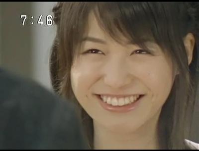 斜めわけ前髪で笑顔の平田薫