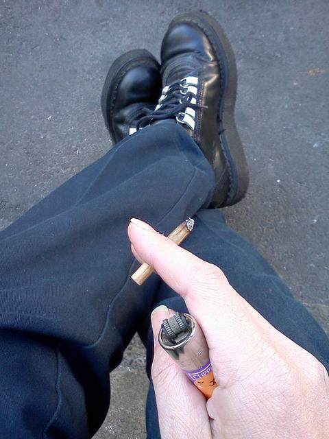 20180112-handrolled-cigarette