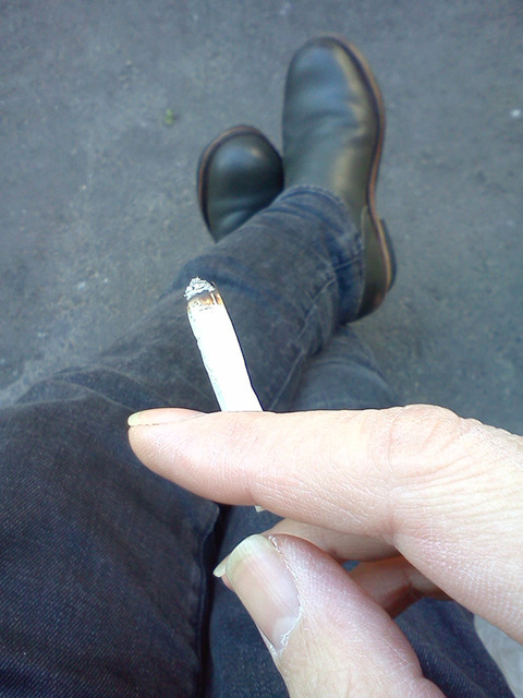 20180103-handrolled-cigarette