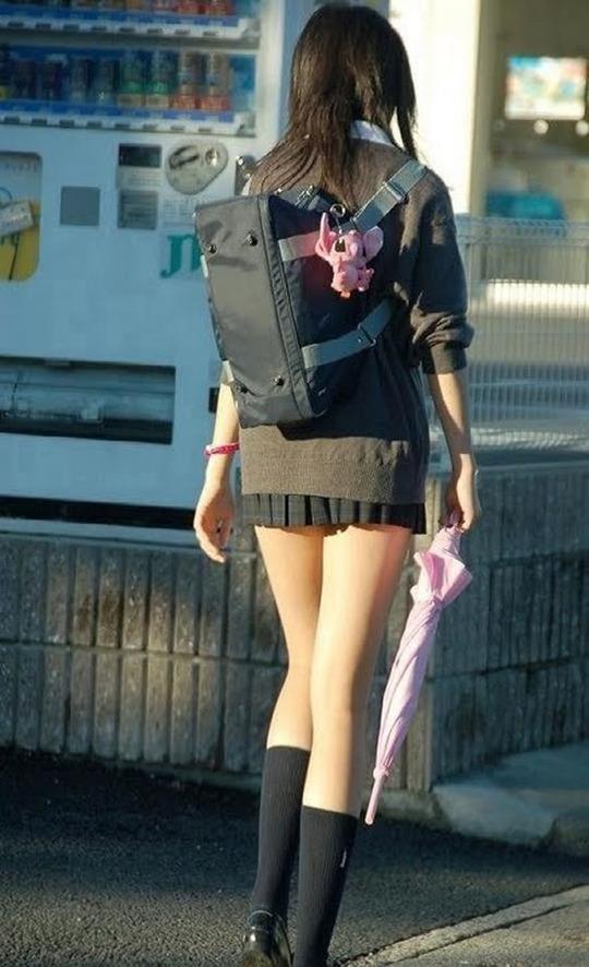 俺はこの女子高生の生足が好き。君はどの生足が好き?純情可憐な女子校生コス... ぴんく侍 ~エロ