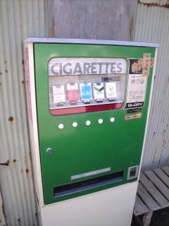 たばこの自販機も