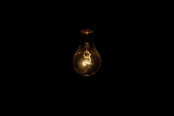 light-bulb-1081844_1920