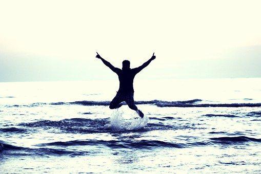 boy-flying-happy-boy-693381__340