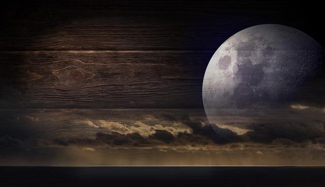 moon-2304105_960_720