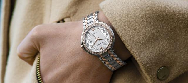 wristwatch-1149669_1920