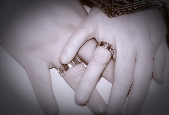 hands-2796483_960_720