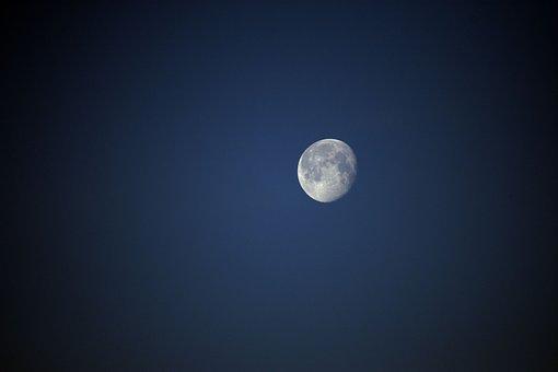 moon-3705663__340