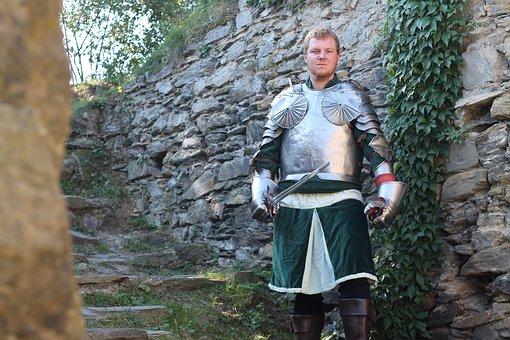 knight-3668181__340