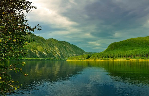 river-163807_1280