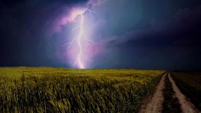 lightning-weft-731541_960_720