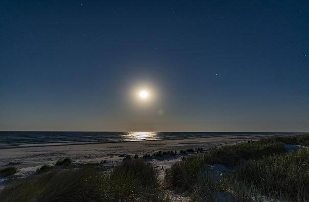 moon-3544866_960_720