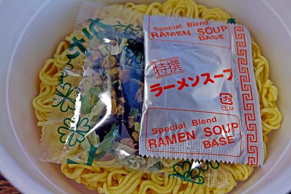 12ラーメンスープと具とIMG_2182
