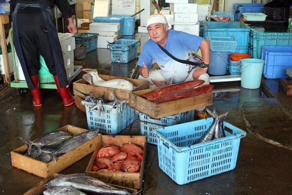 12魚市場にてIMG_1614