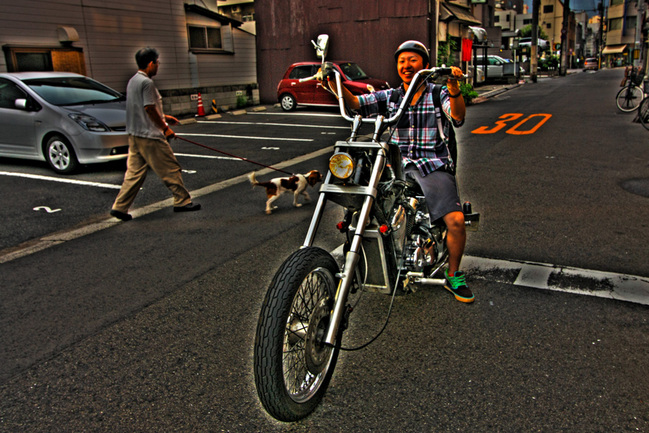 信号待ちのバイク