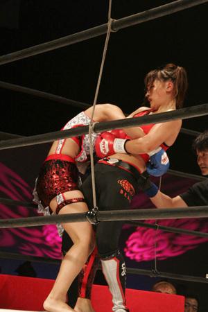 レーナ(RENA)vs 吉田正子