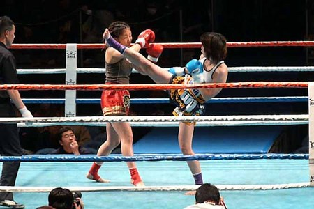 悦センチャイジム vs 加賀有美子