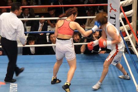 水谷智佳 vs キム・ジユン