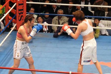 水谷智佳 vs キム・ジヨン-1