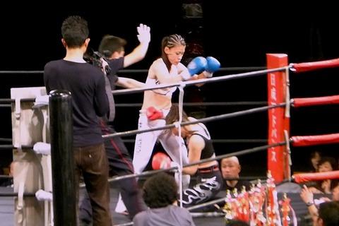 岡加奈子 VS MINA