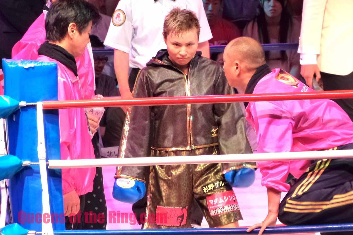 安藤麻里選手 こちらは挑戦者となってこのタイトルマッチに戻って来た安藤選手。鋭い目つ... ボク