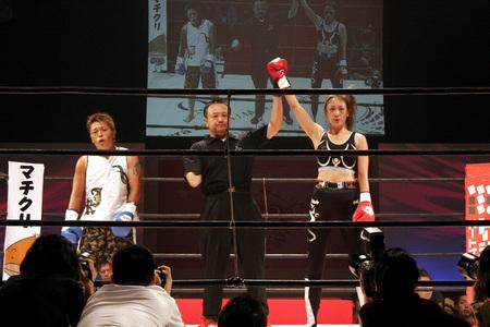 岡加奈子 vs HARI