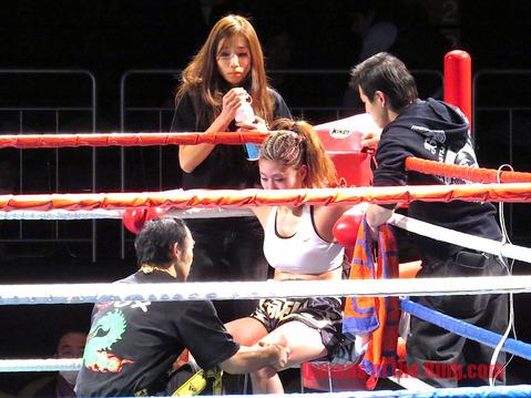 セコンドの島津悦子選手
