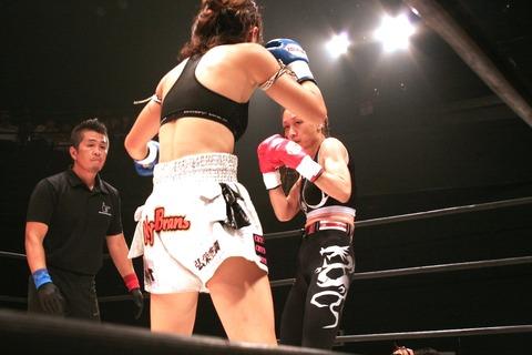 神村エリカ vs 岡加奈子