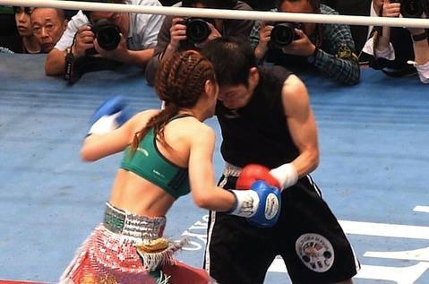 小関桃 vs 秋田屋まさえ