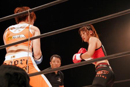 石岡沙織 vs レーナ(RENA)
