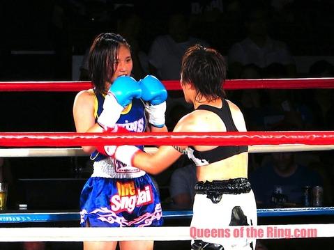 紅絹 VS 伊藤紗弥